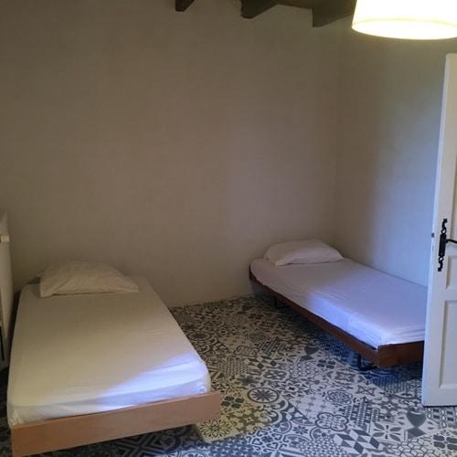 Chambre dortoir pèlerins 1 lit individuel